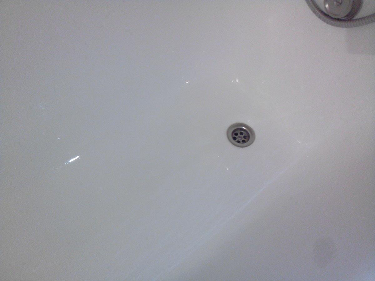 А вот ванна ПОСЛЕ, заметно стала светлее.